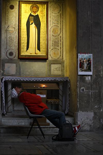 Homme qui dort dans Sainte Sabine