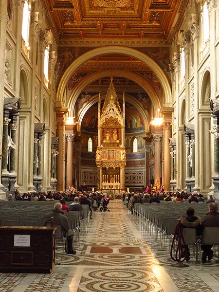 Intérieur de St Jean de Latran à Rome