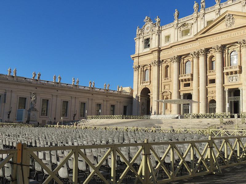 Façade de la basilique St Pierre de Rome