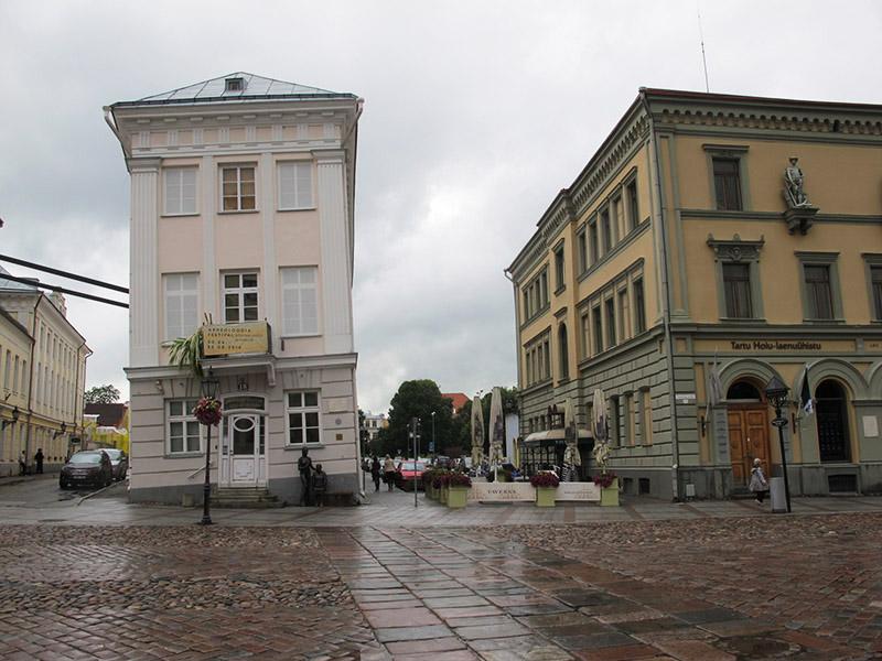 Maison penchée de Tartu