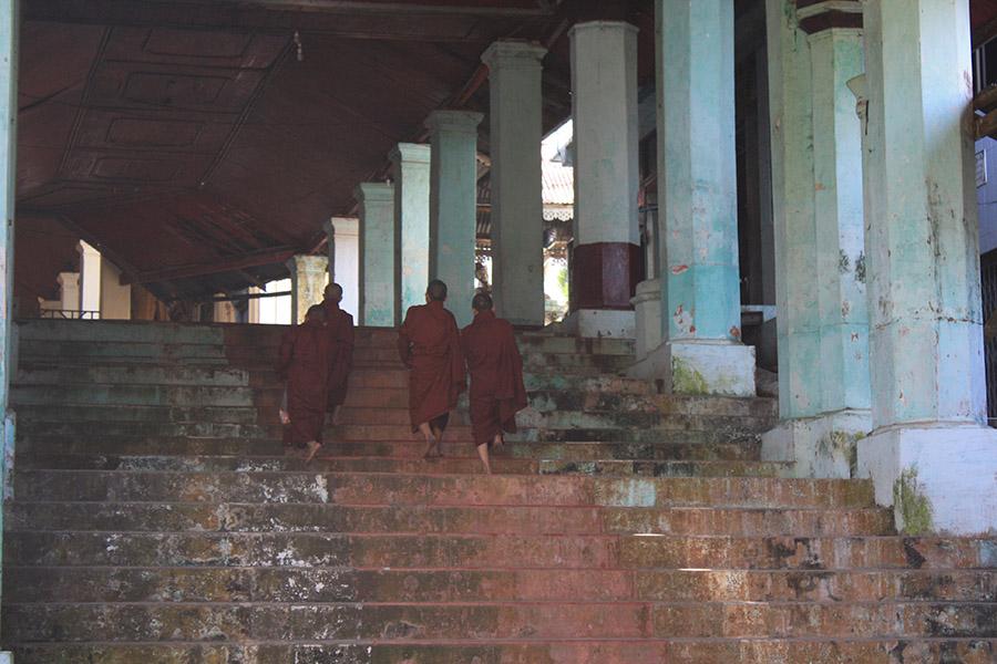 Moinillons bouddhistes, mawlamyine, birmanie