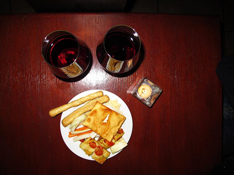 Vin et tapas pour l'aperitivo en Italie