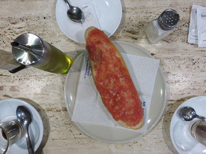 Petit déjeuner d'andalousie : tostada con tomate