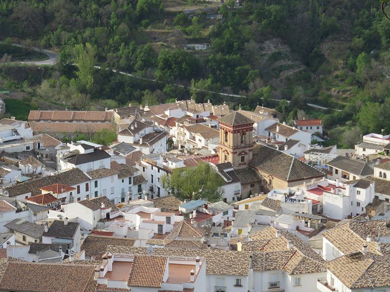 Vue aérienne du village Guejar Sierra