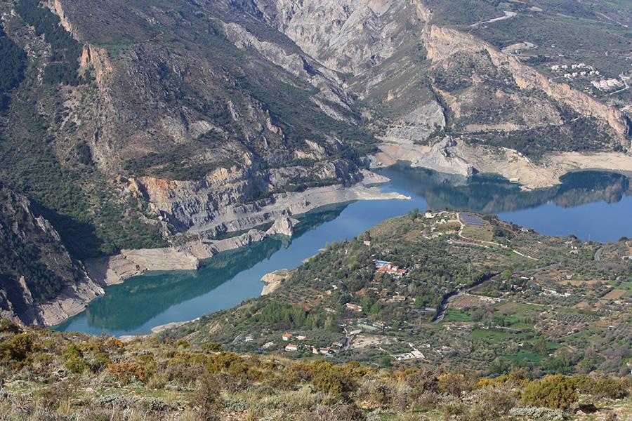 Vue sur le lac artificiel de Guejar Sierra