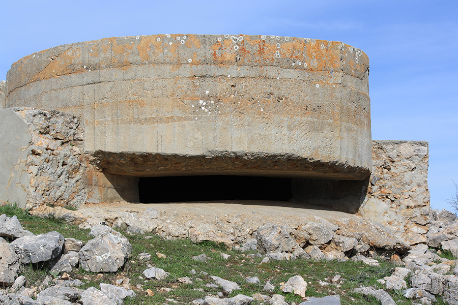 Ancien bunker dans la Sierra Nevada en Espagne