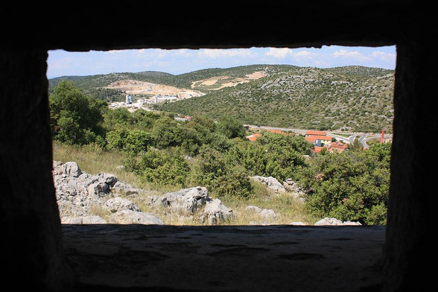 Vue depuis bunker yougoslave en Croatie