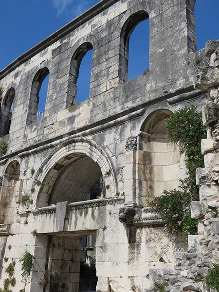Murs en ruines du Palais Dioclemetien