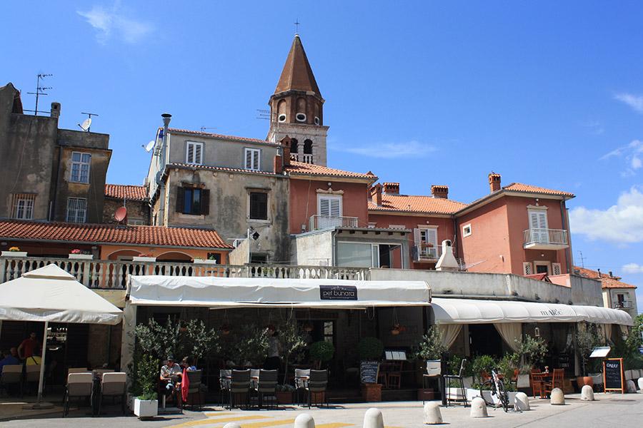 Place et cafés de Zadar, Croatie