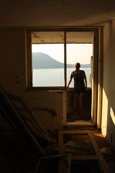 Tatiana en exploration urbaine en Croatie