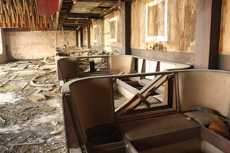 Restaurant dining abandonné en Croatie