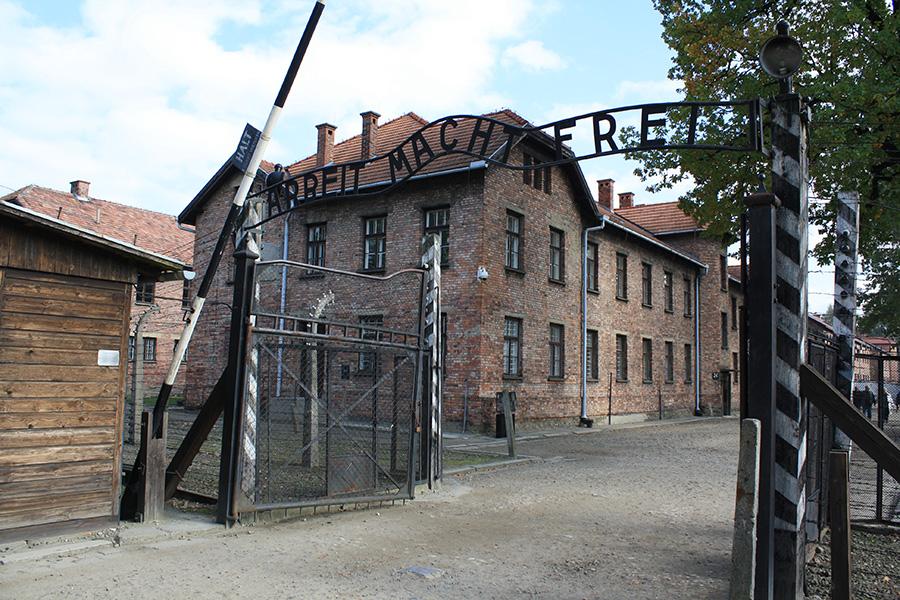 Portail d'entrée Auschwitz I : Archbeit macht frei