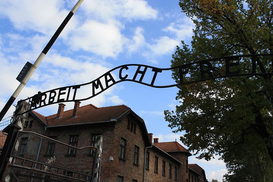Portail d'entrée Auschwitz I : le travail rend libre