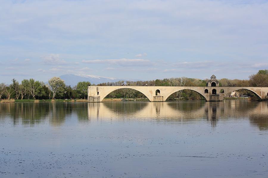 Sur le pont d'Avignong