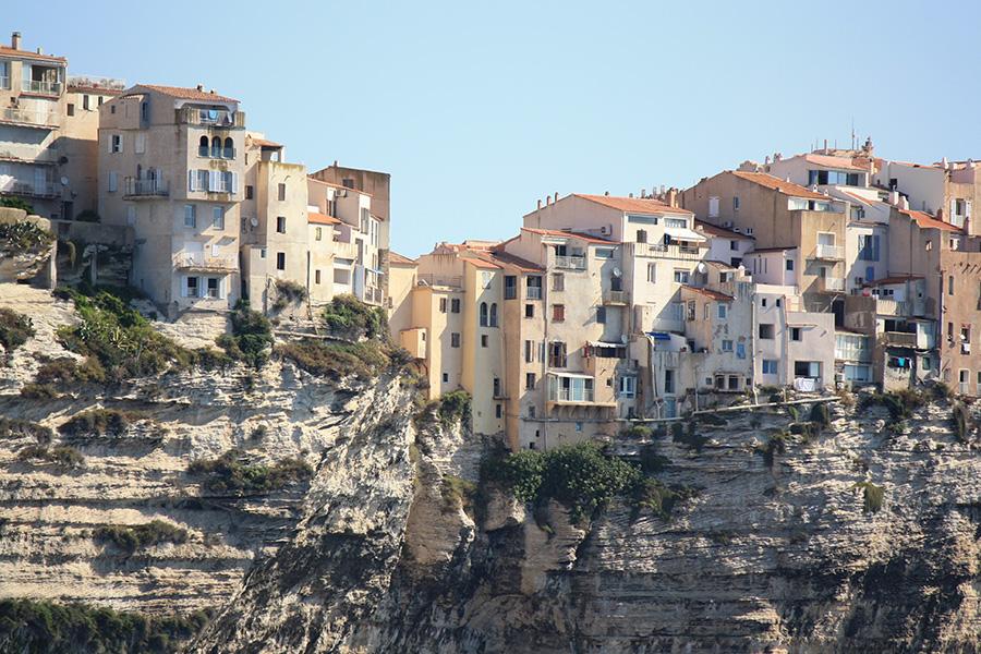 Falaises calcaires blanches de Bonifacio