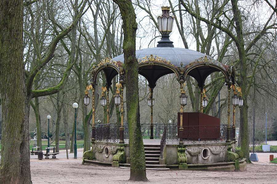 Kiosque dans le parc de la Pépinière de Nancy