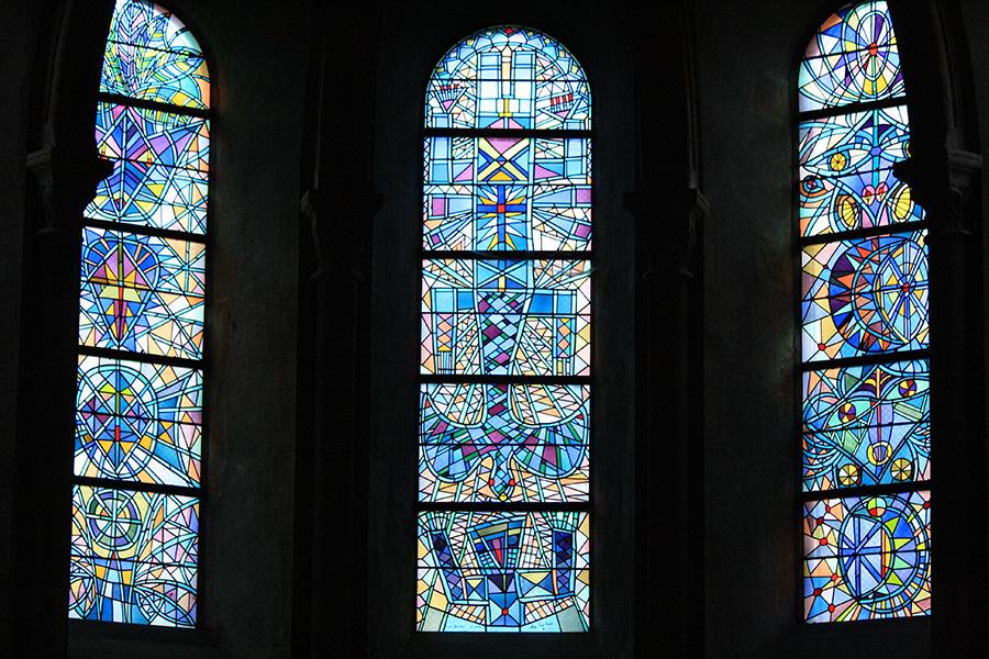 Eglise Saint Maximim et vitraux de Cocteau
