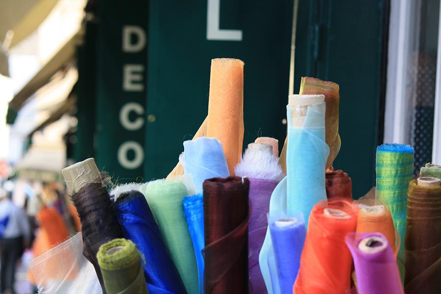 Textile au marché Saint Pierre