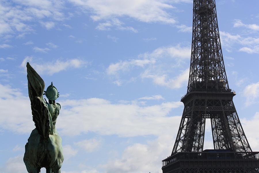 Vue sur la tour Eiffel depuis pont