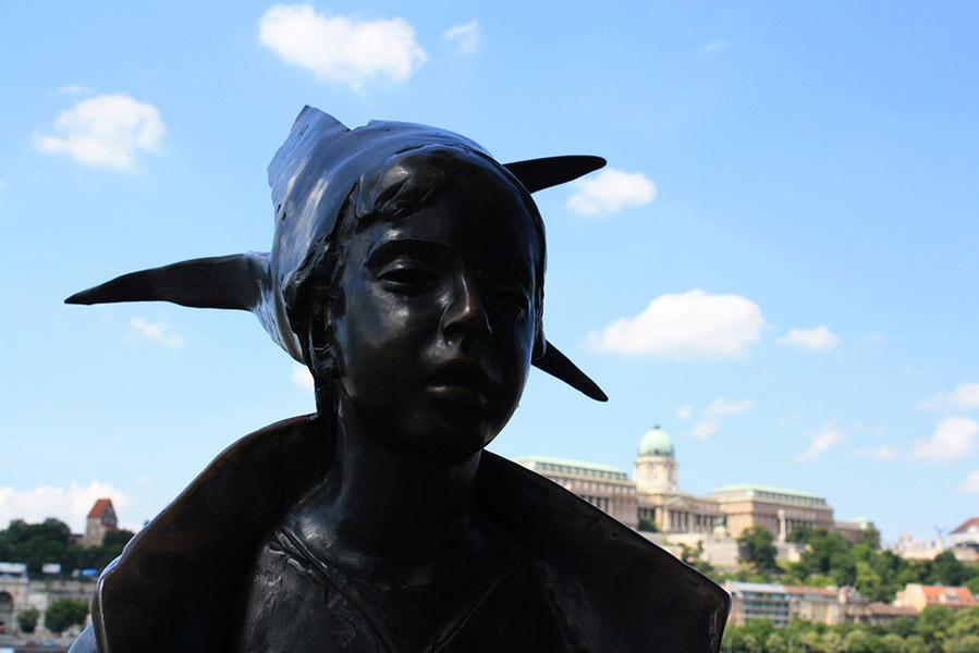 """La première statue """"libre"""" de Budapest (après la chute du bloc de l'Est)"""