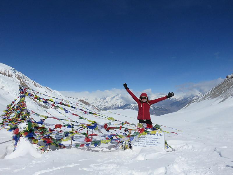 Tatiana au sommet du Thorung La - Népal