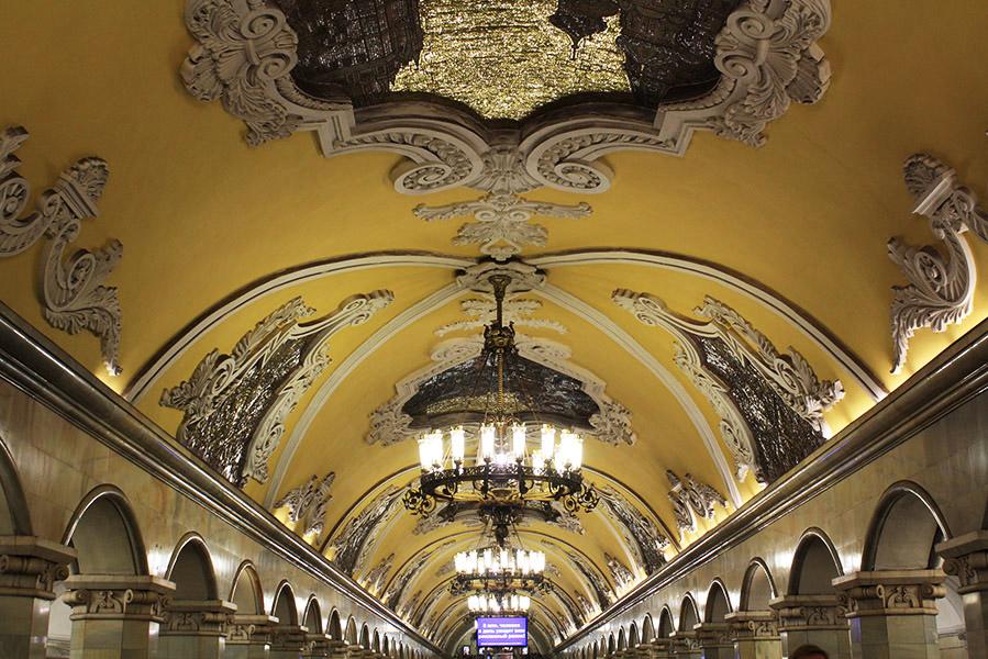 Plafond et moulures du métro de Moscou