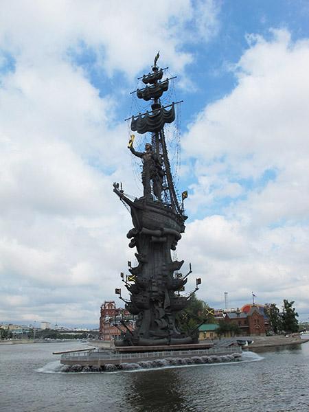 Statue de Pierre le Grand à Moscou