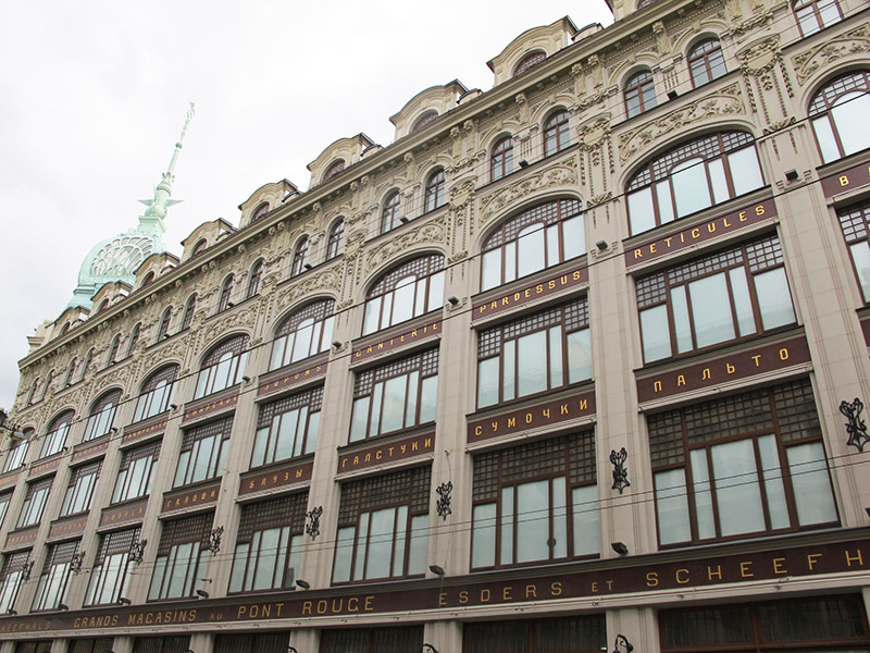 Grand Magasin du Pont Rouge à Saint Petersbourg