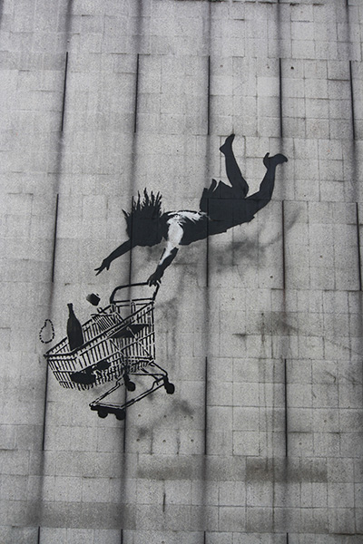 Londres, street-art Banksy : la chute ou the fall