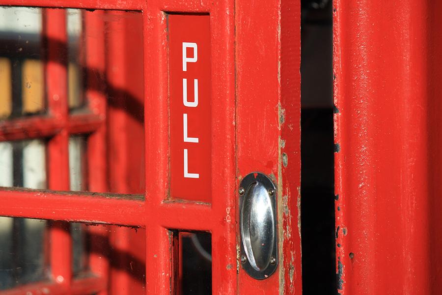Cabine téléphonique rouge londonienne