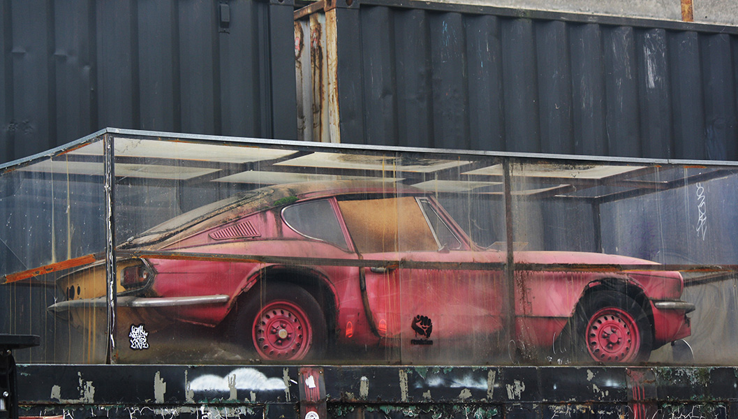 Old Truman Brewery, street-art, Banksy, voiture rose
